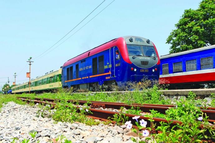 Ngắm cảnh thiên nhiên với tàu hỏa khi đi Vân Đồn