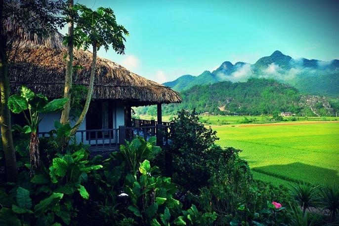 Tới Mai Châu Mộc Châu, du khách sẽ có cơ hội chiêm ngưỡng vẻ đẹp hùng vĩ, yên bình cùng sự giản dị và hiền lành của người dân nơi đây