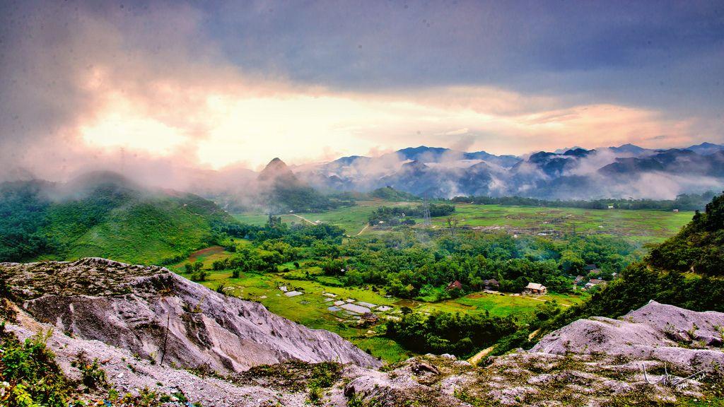 Du lịch Mai Châu Mộc Châu 2 ngày 1 đêm, bạn sẽ có cơ hội ngắm nhìn trọn vẹn vẻ đẹp của 2 vùng núi Tây Bắc này
