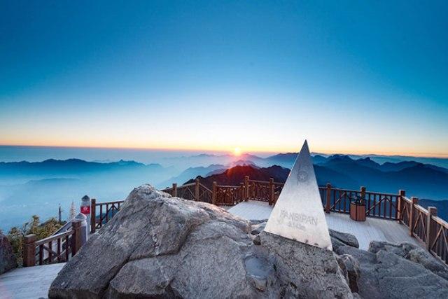 Chinh phục đỉnh núi Fansipan khi tới với Sapa