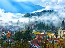 Sapa buổi sáng sớm tháng 6 có sương mù rải rác