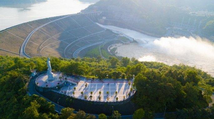 Nhà máy thủy điện Hòa Bình là biểu tượng của tỉnh