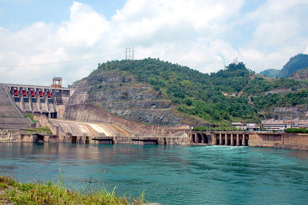 Thủy điện Hòa Bình thu hút lượng lớn khách du lịch