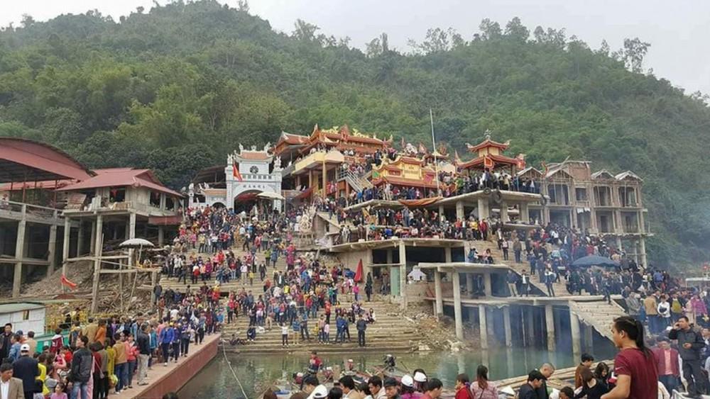 Lễ hội Đền Bờ thu hút đông đảo du khách thập phương
