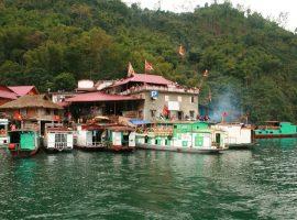 Thác Bờ thuộc địa phận xã Thung Nai, huyện Cao Phong, tỉnh Hòa Bình
