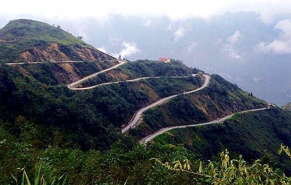 Huyện Mèo Vạc cách Hà Giang khoảng 160 km