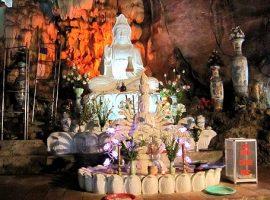 Thác Bờ là địa điểm du lịch linh thiêng, hùng vĩ, thu hút nhiều khách du lịch
