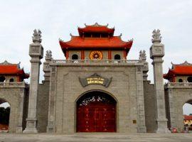 Cổng đền Hùng