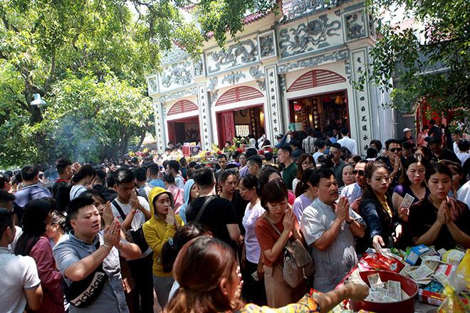 Phủ Tây Hồ gồm phủ chính, điện Sơn Trang, lầu cô và lầu cậu