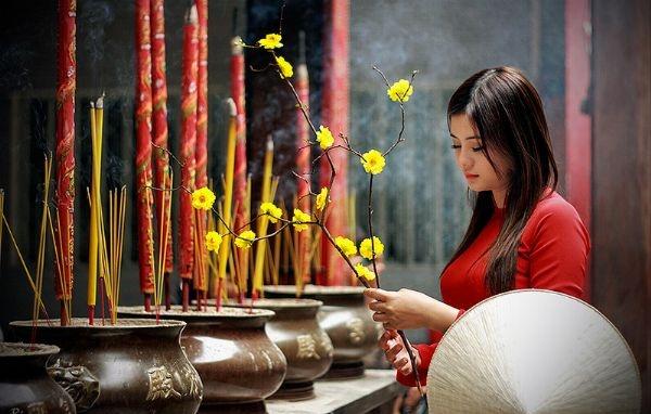 Đi Đền Hùng nên ăn mặc gọn gàng, giản dị nhất