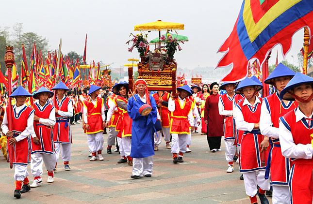 Đền Hùng có rất nhiều di tích lịch sử thời Vua Hùng dựng nước và giữ nước