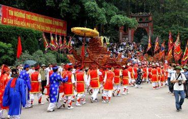 Lễ hội đền Hùng thu hút đông đảo du khách thập phương