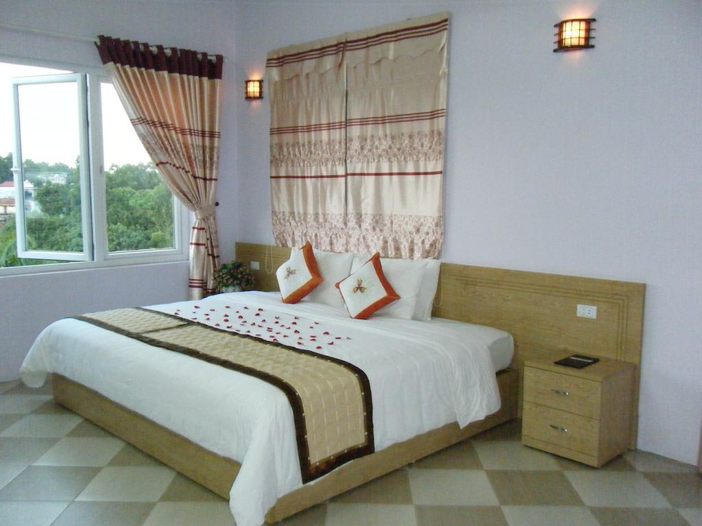 MIG 21 Hotel Hoa Lac